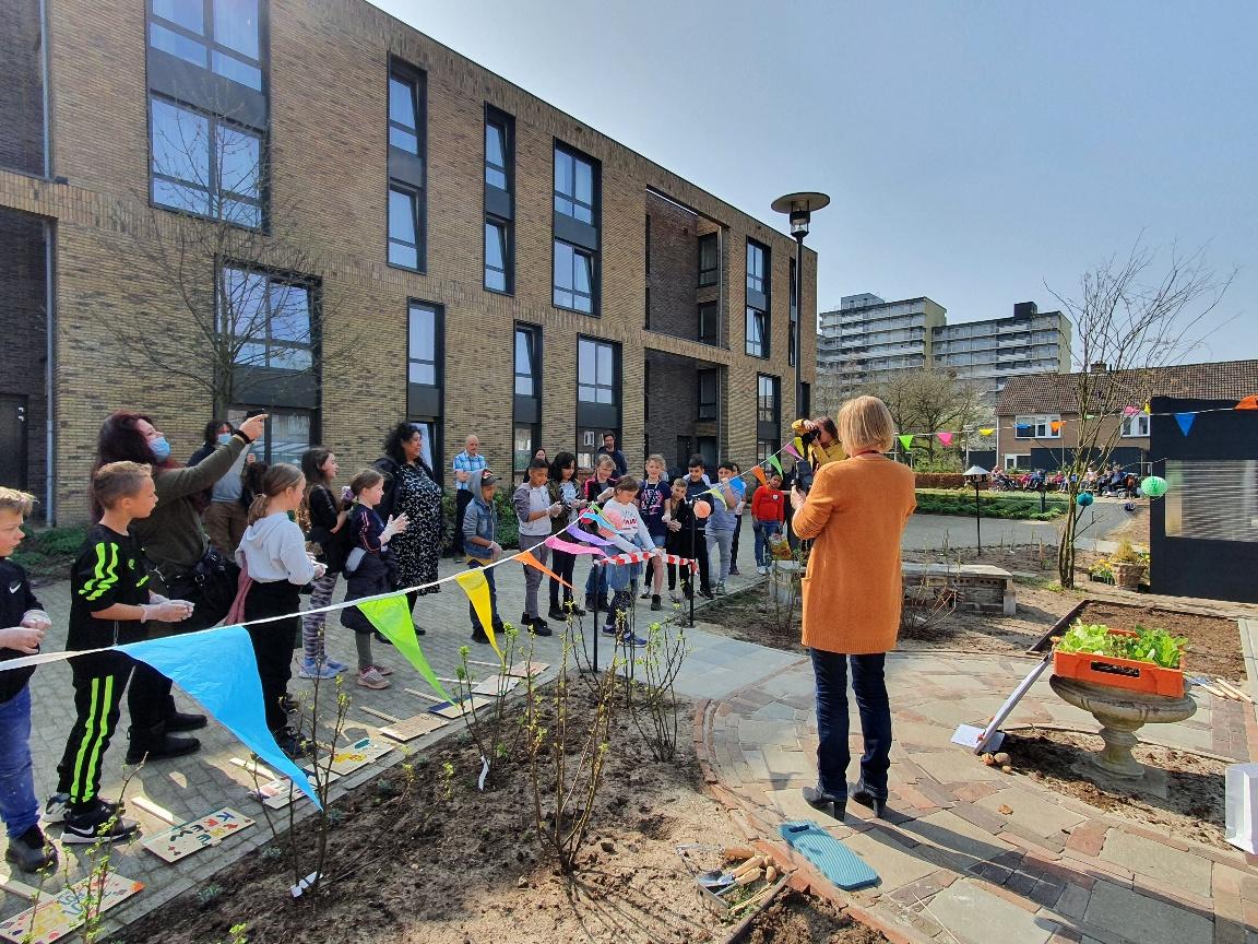 Opening schooltuin Prins Mauritsschool bij zorgcentrum